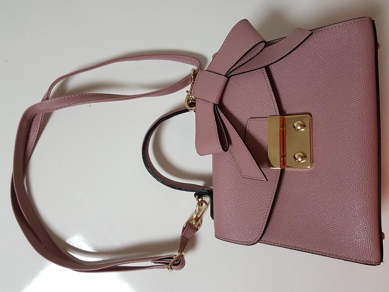 (새상품)연보라색 너무예쁜 리본 핸드백 반값에 팔아요