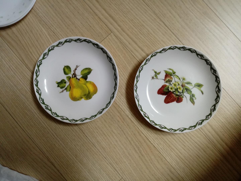 접시 2개
