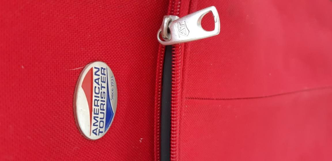 예쁜 빨강 여행가방