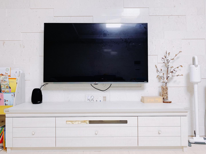 티비 lg tv 55ub9500 벽걸이 브라켓까지 같이 판매합니다.