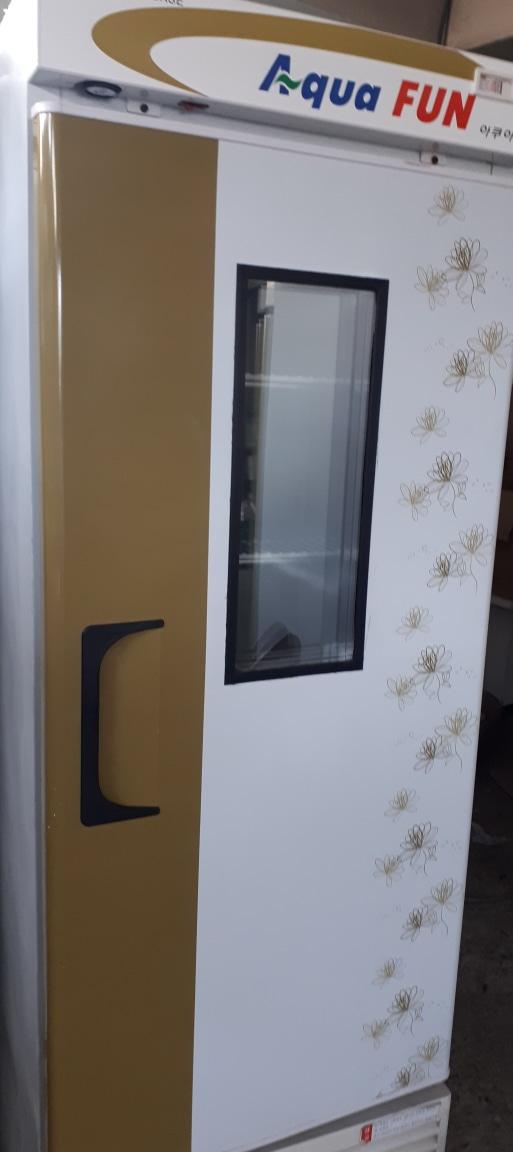 수직 냉동 쇼케이스(주류냉장고)