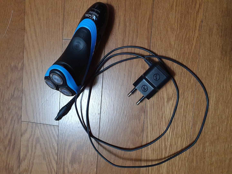필립스 전기 면도기 아쿠아터치 AT750