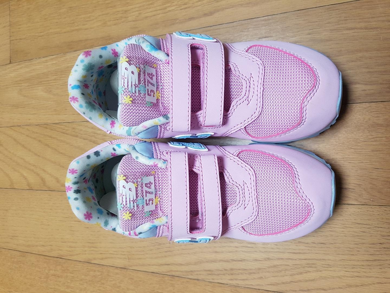 뉴발란스 (키즈 574  플라워팩 핑크) 신발팝니다.