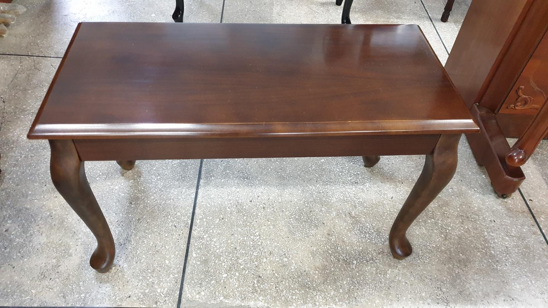 피아노 의자. 테이블 . 인테리어용 탁자