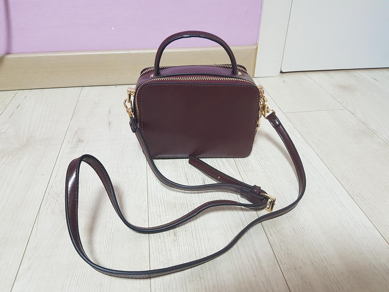 와인색 미니 가방
