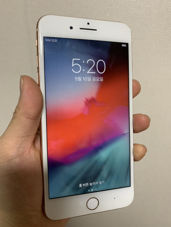 아이폰 8+(플러스) 골드 64g 뒤판 깨짐 팝니다