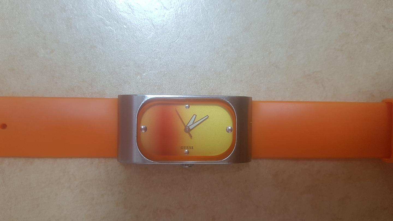 게스 실리콘 시계