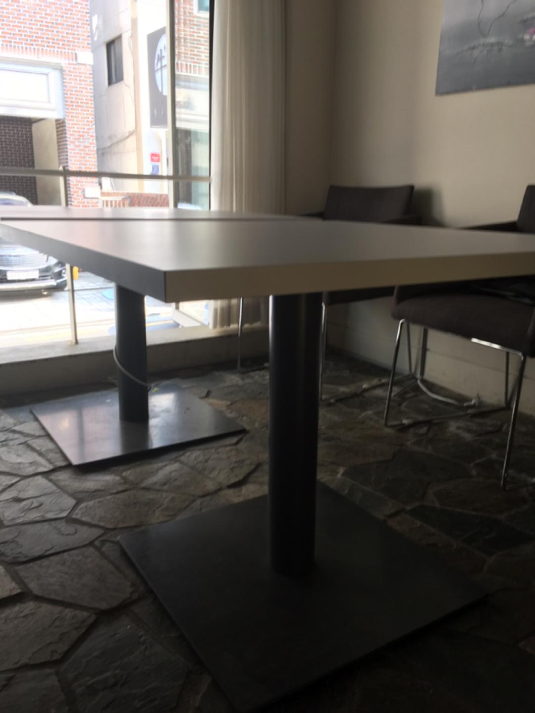 [신사동/잠원동/가로수길] 화이트톤 테이블 판매합니다!(W900 D900 H730)