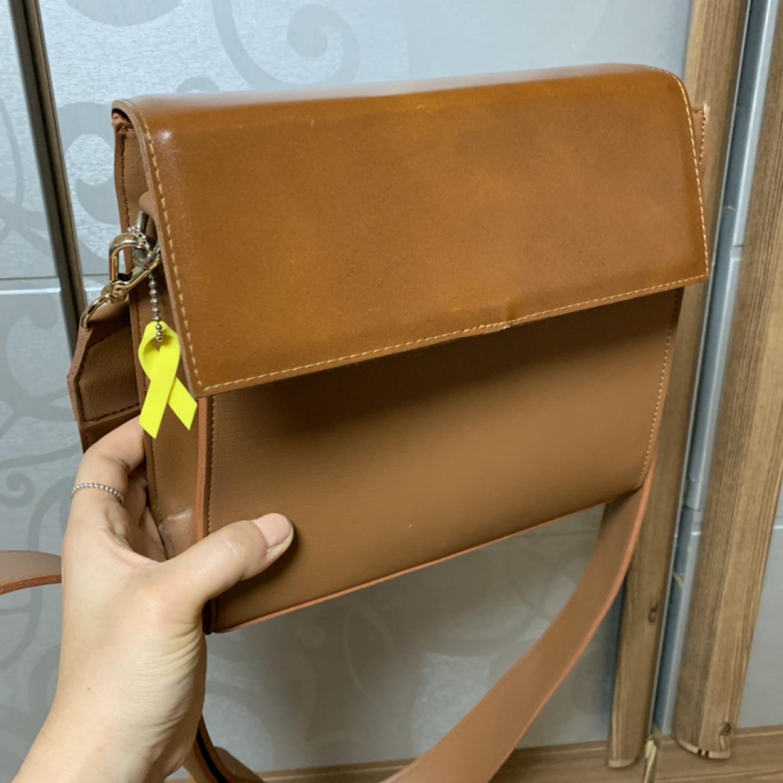 여성 갈색 가방