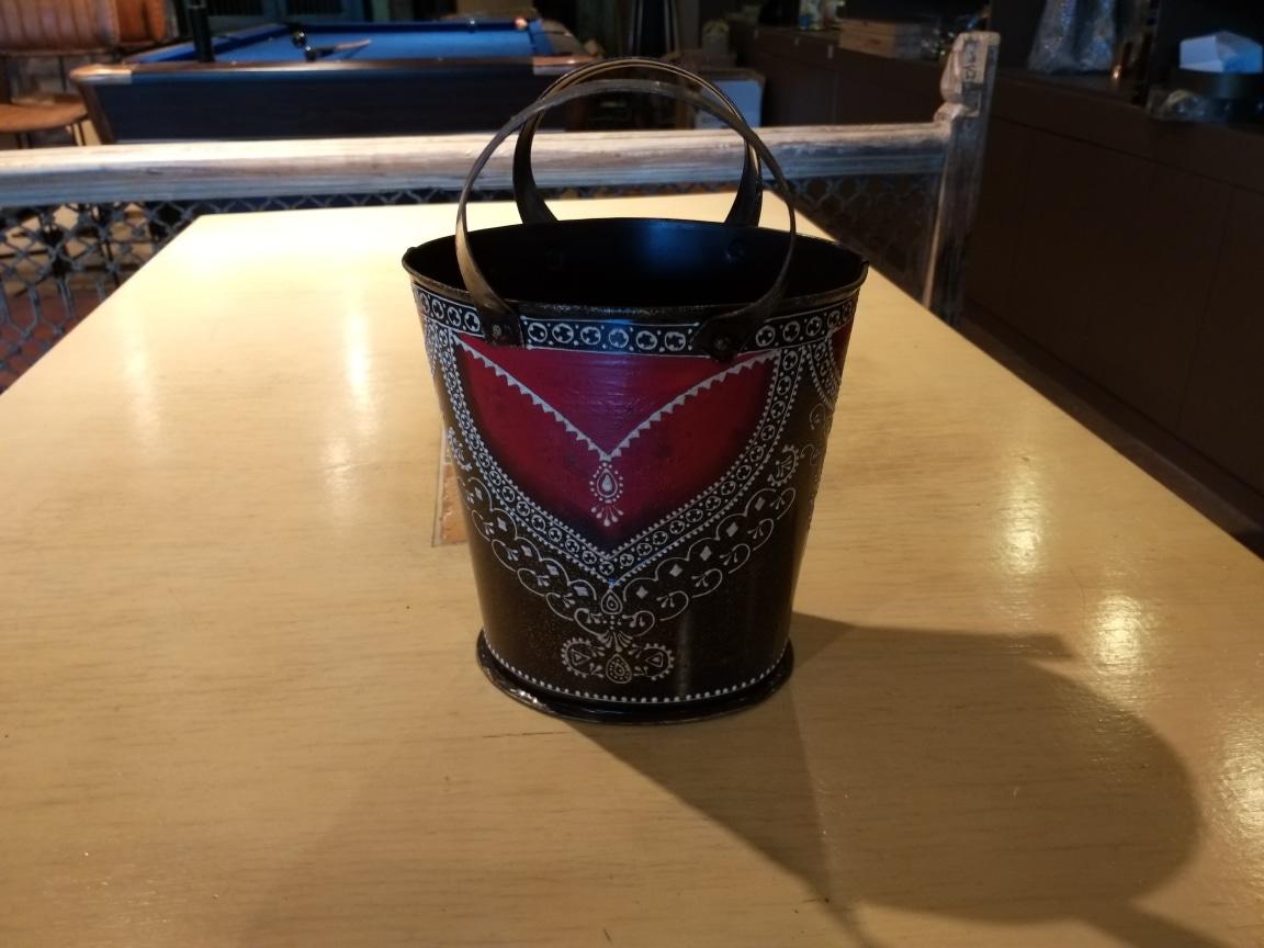 철제 깡통 무늬있는 통 철바구니