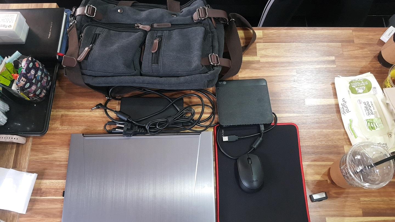 한성노트북 TFG156w 144Hz 슬림형 게이밍 노트북 팝니다.