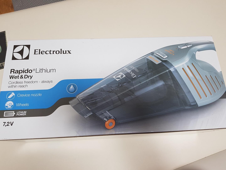 일렉트로룩스 핸디청소기(새제품)