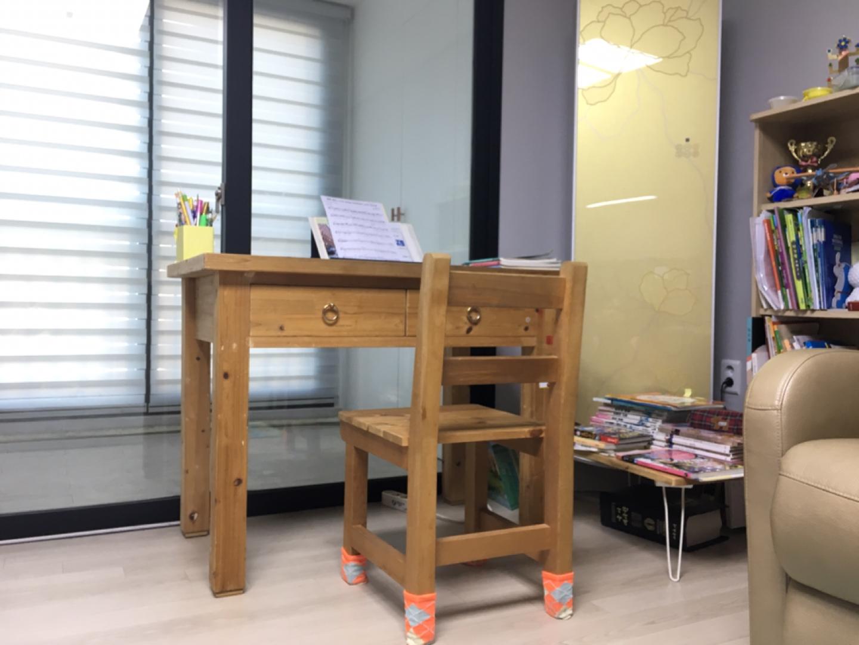 책상 의자 삼나무 원목책상