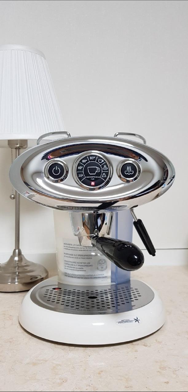 일리 캡슐 커피 머신