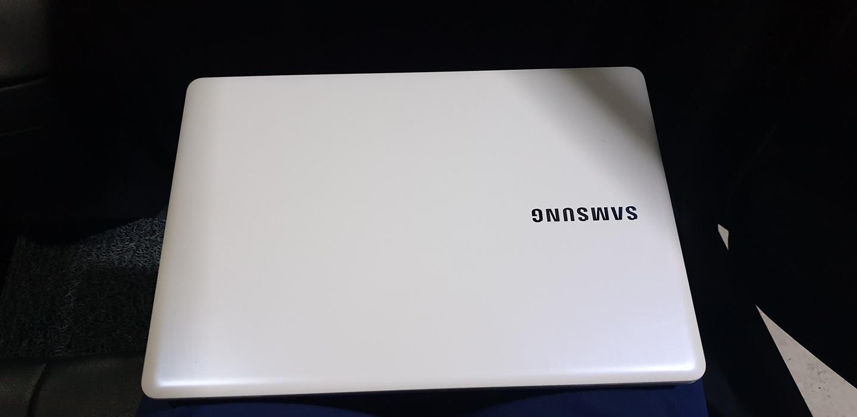 삼성 nt500r3m k54s노트북 팝니다.