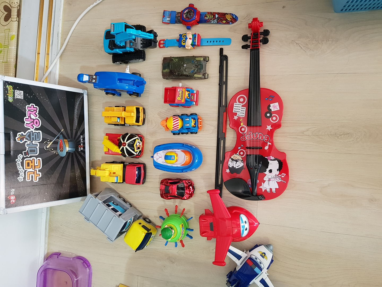 장난감 자동차 로봇 바이올린 마술상자