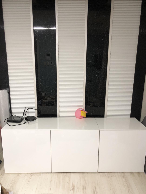 새제품 흰색 고급스런 높은 거실장 새제품