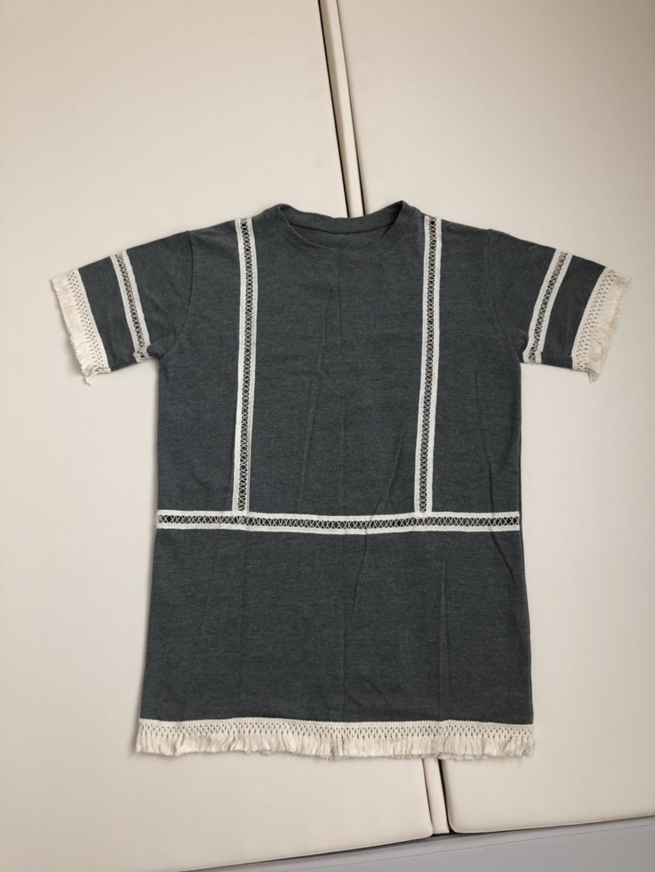 태슬레이스가 포인트인 회색 여름 티셔츠 (사이즈 free)