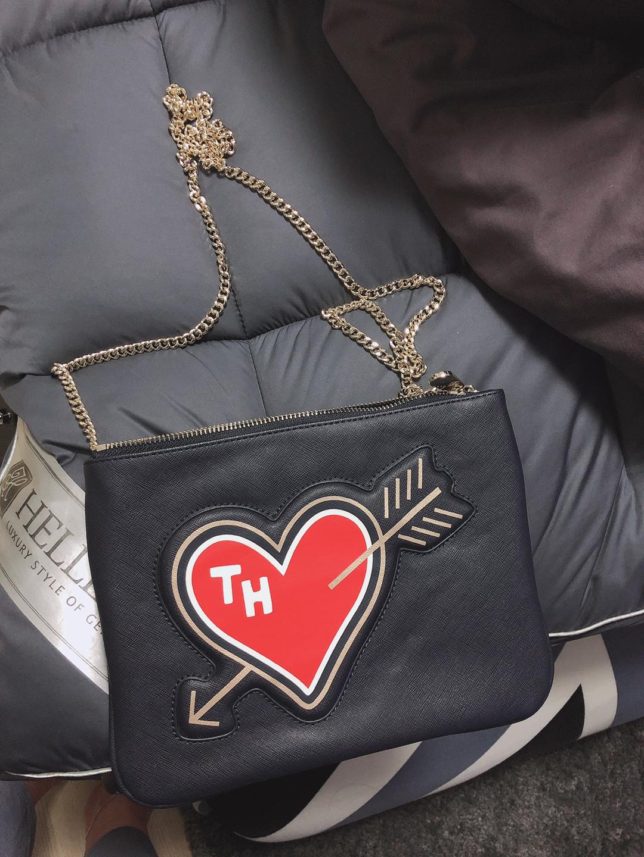 타미힐피거 정품 클러치+크로스 둘다 되는 가방 판매해요! 진짜 이뻥용 ㅠㅠ