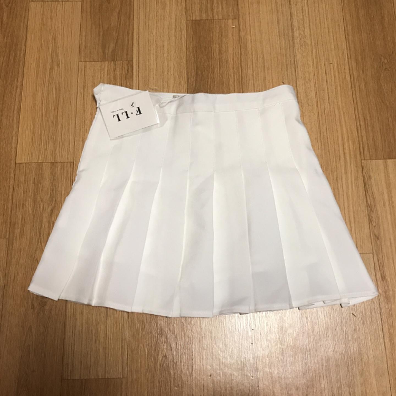 흰 테니스 치마