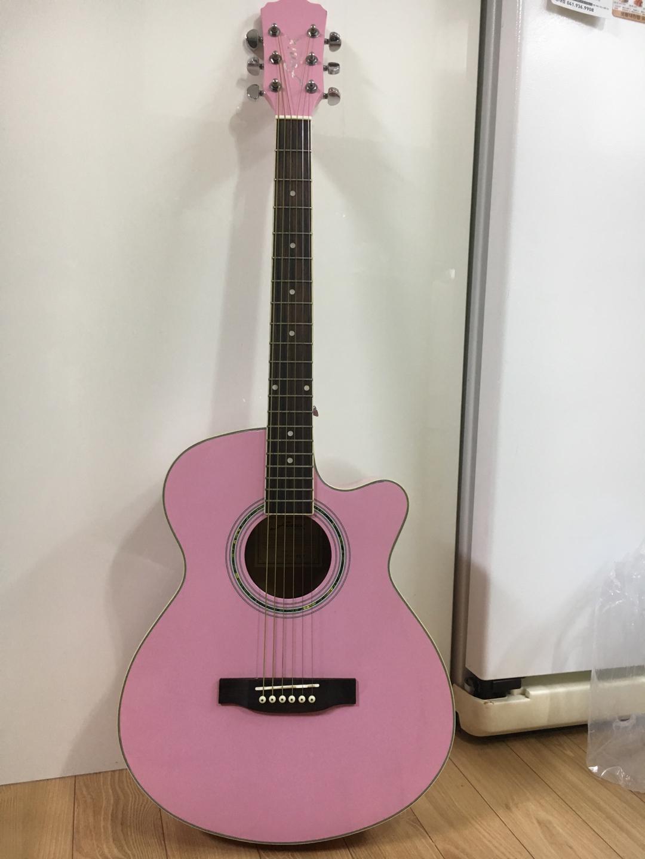 기타팝니다 ( 케이스, 기타 줄 , 피크 , 어깨 끈, 코드 표 ,교재)