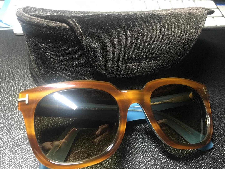 남여공용 Tom Ford  톰포드 뿔테 선글라스 판매합니다.