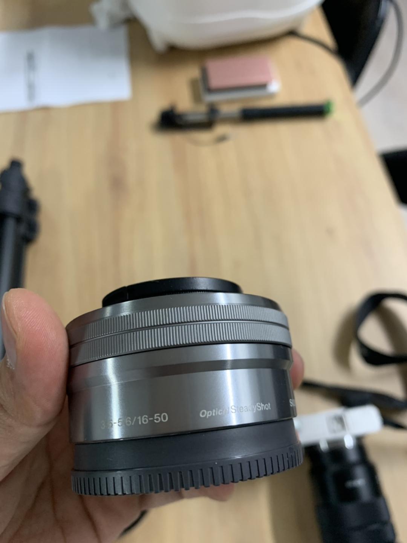 소니 카메라 a6000 + sel18105g + sel50f18 + 삼각대