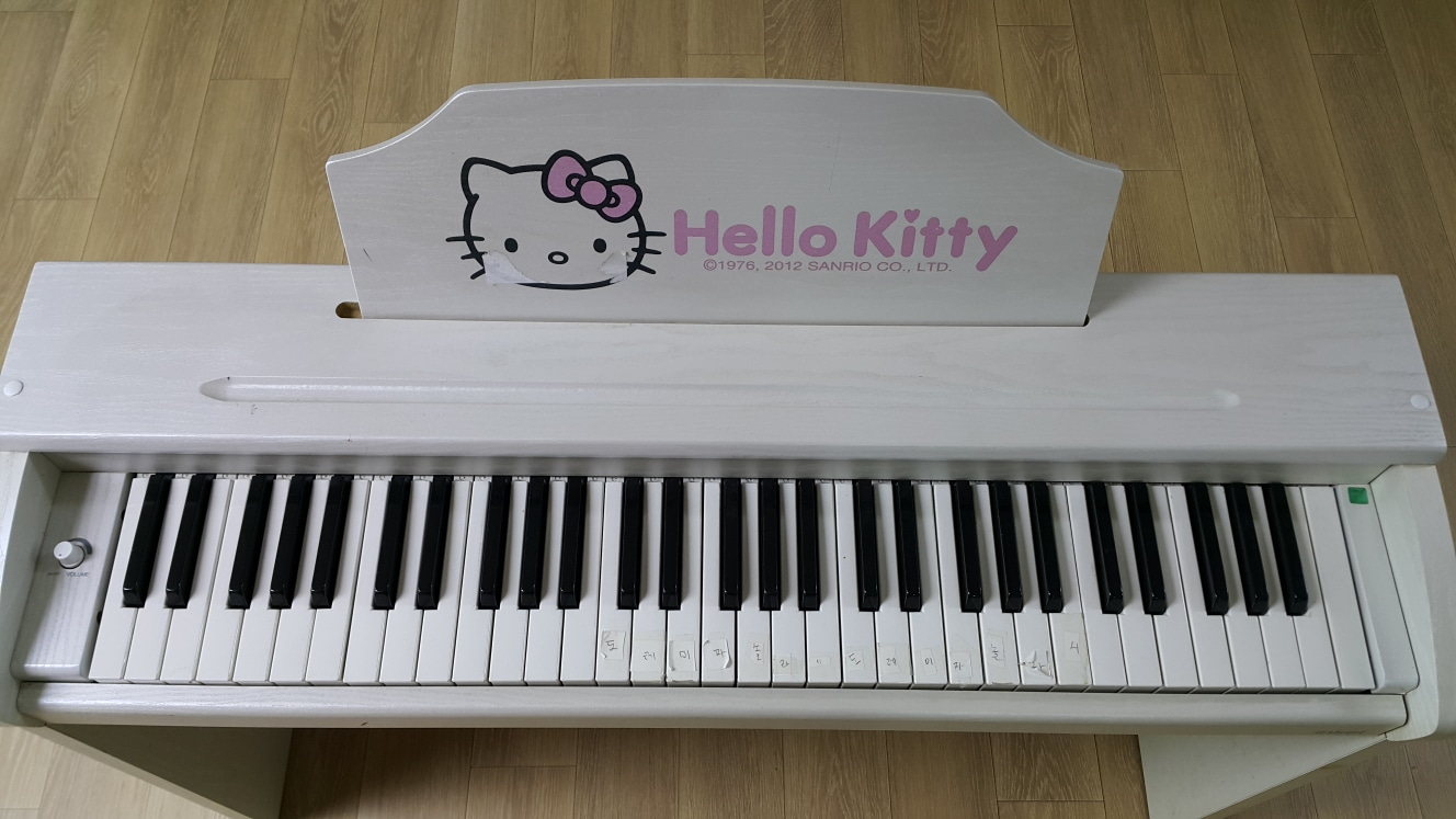 인켈 헬로우키티 디지털피아노 팔아요!