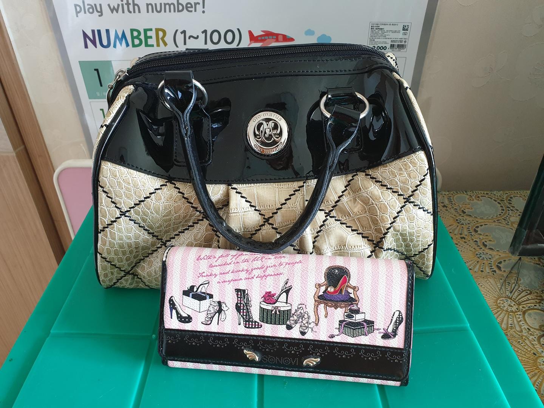 여성 핸드백이랑 지갑