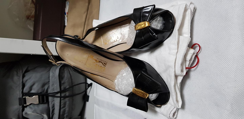 명품 페라가모 금장 바라장식 6cm 하이힐 샌들 이탈리아 정품 국내225~230사이즈 판매합니다.
