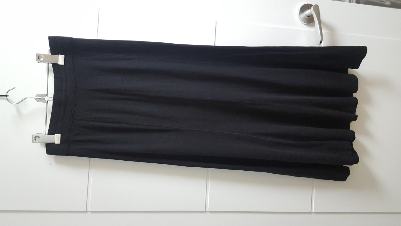 유니클로 블랙 롱스커트