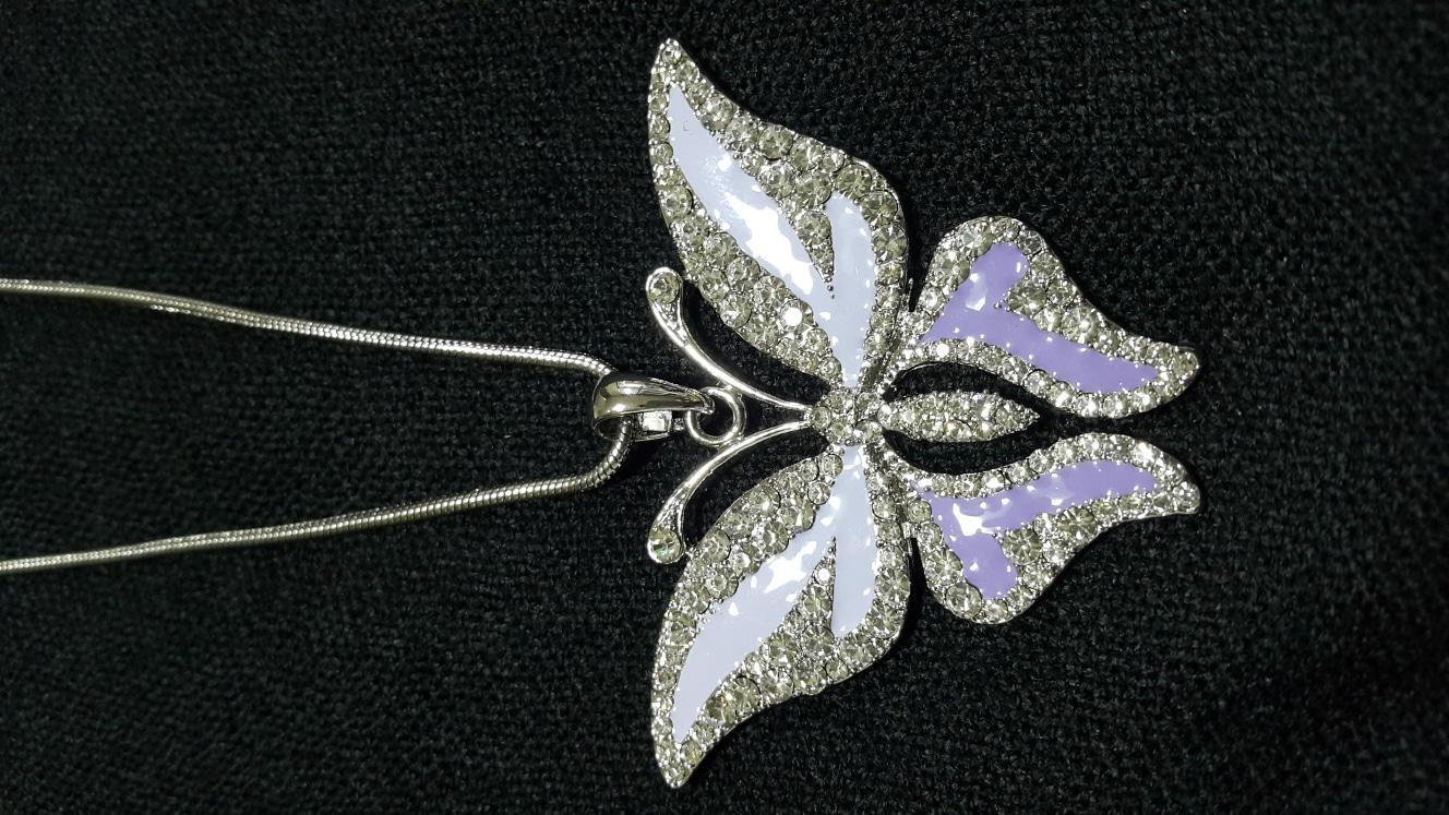 [가격인하♡아직 사용 전 새상품]☆제가 넘 좋아하는 파스텔 보라빛 나비 목걸이