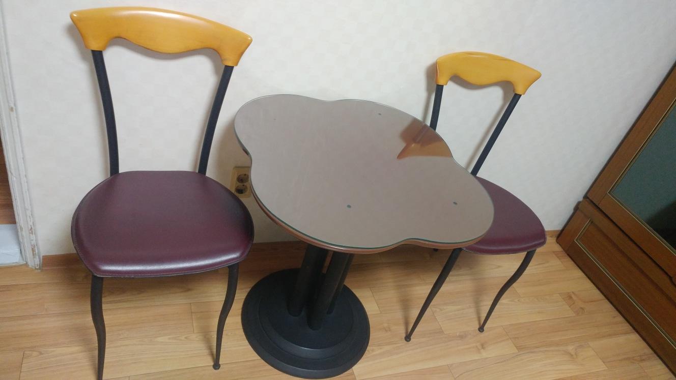 테이블 의자2개셋트