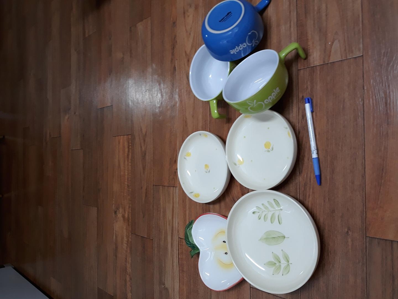 라면기와 접시 모두