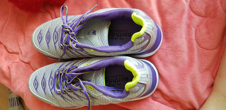 새신발입니다   저는  키가작아 굽높이 신발을 신어235