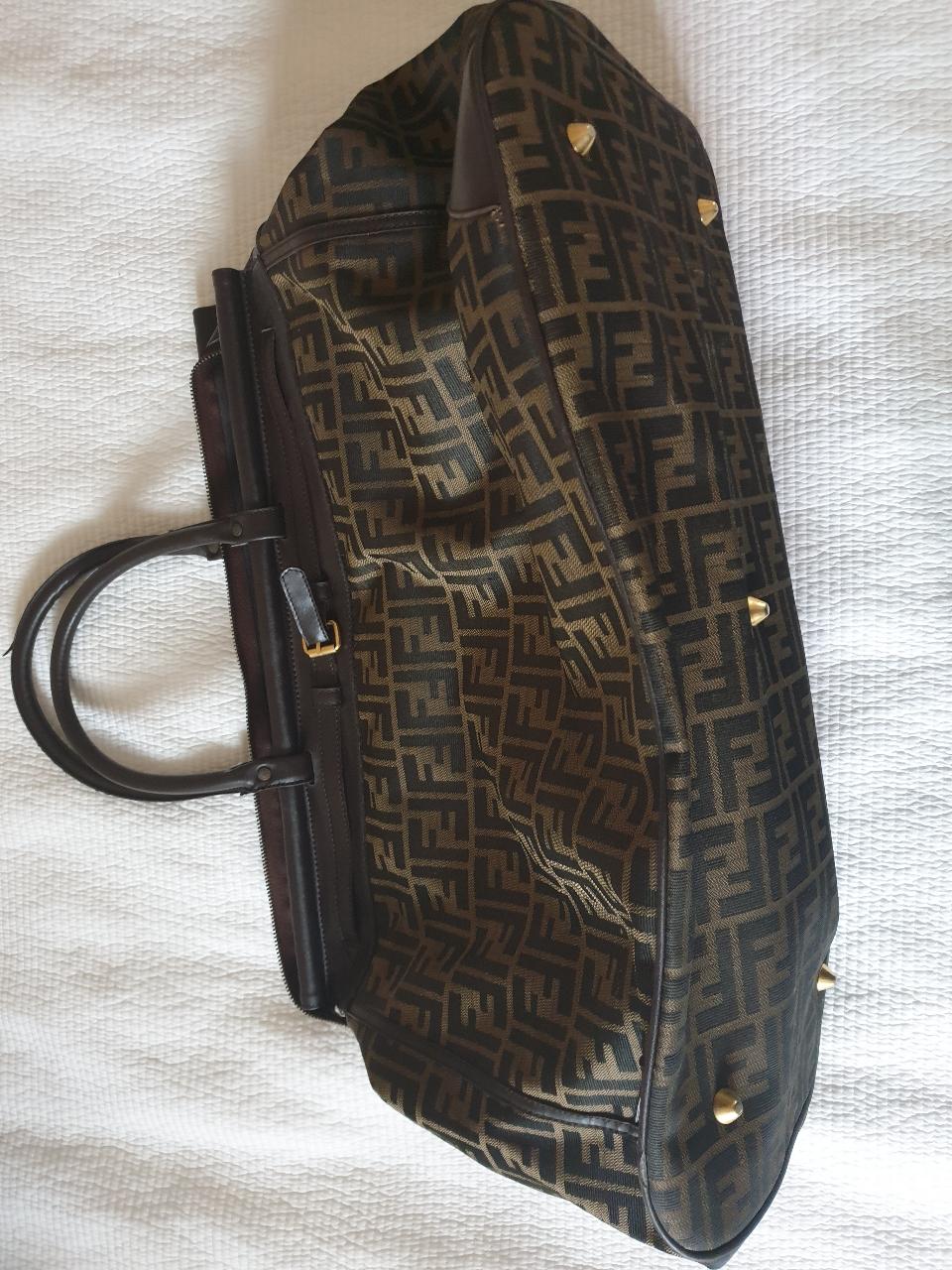 펜디 정품 여행용가방입니다
