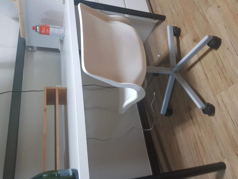 이케아 책상 회전의자 모니터받침대
