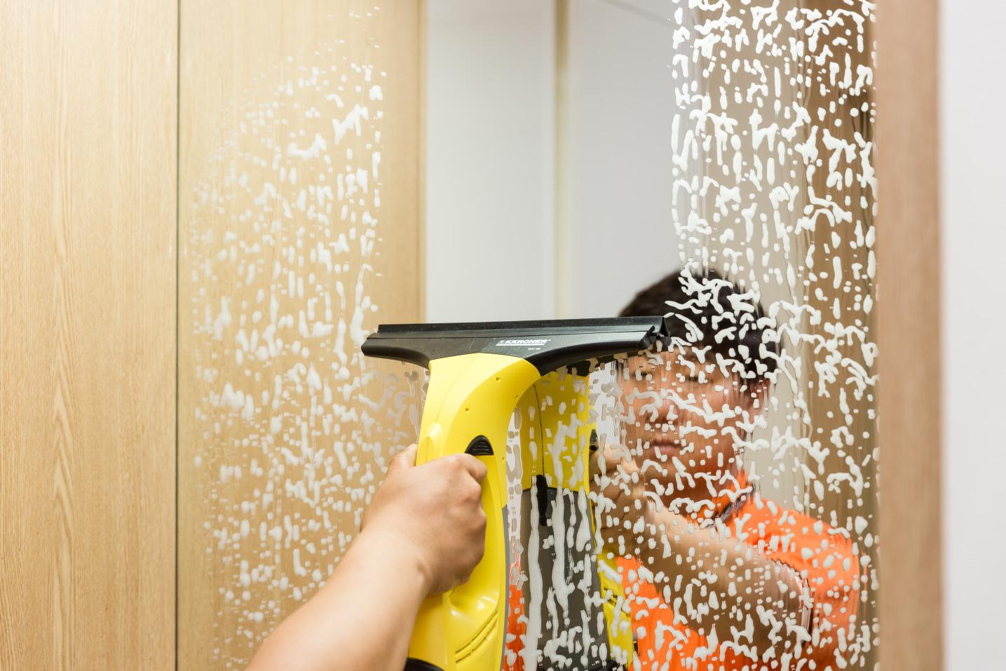 욕실청소,주방,창틀 부분별 열정가득한 청소전문가!