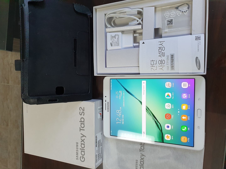 갤럭시탭S2.T715.8인치.lte+와이파이.흰색.판매합니다.펜x.풀박스~^^