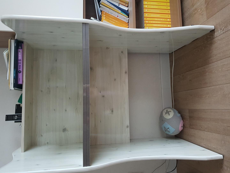독서실 책상 가져가세요  아이들 사용하는 책상입니다