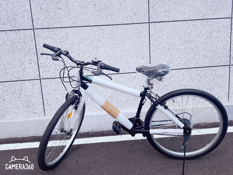 포장도 안뜯은 새 자전거입니다