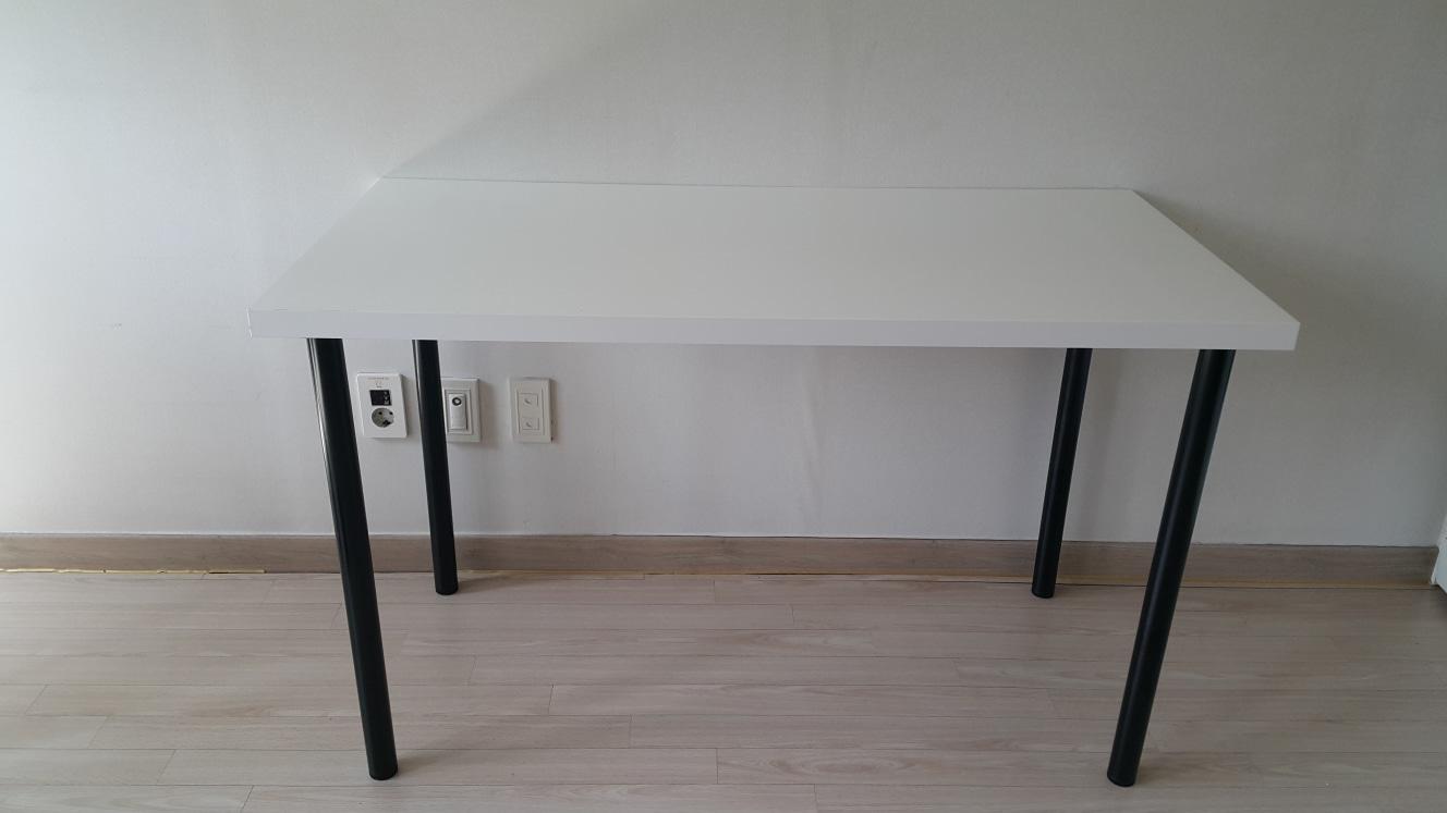 이케아 책상 (테이블)