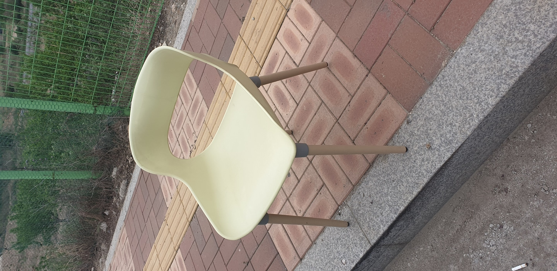 편안한 플라스틱 의자 가져가세요~