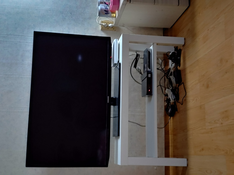 42인치 삼성 티비+이케아 티비다이