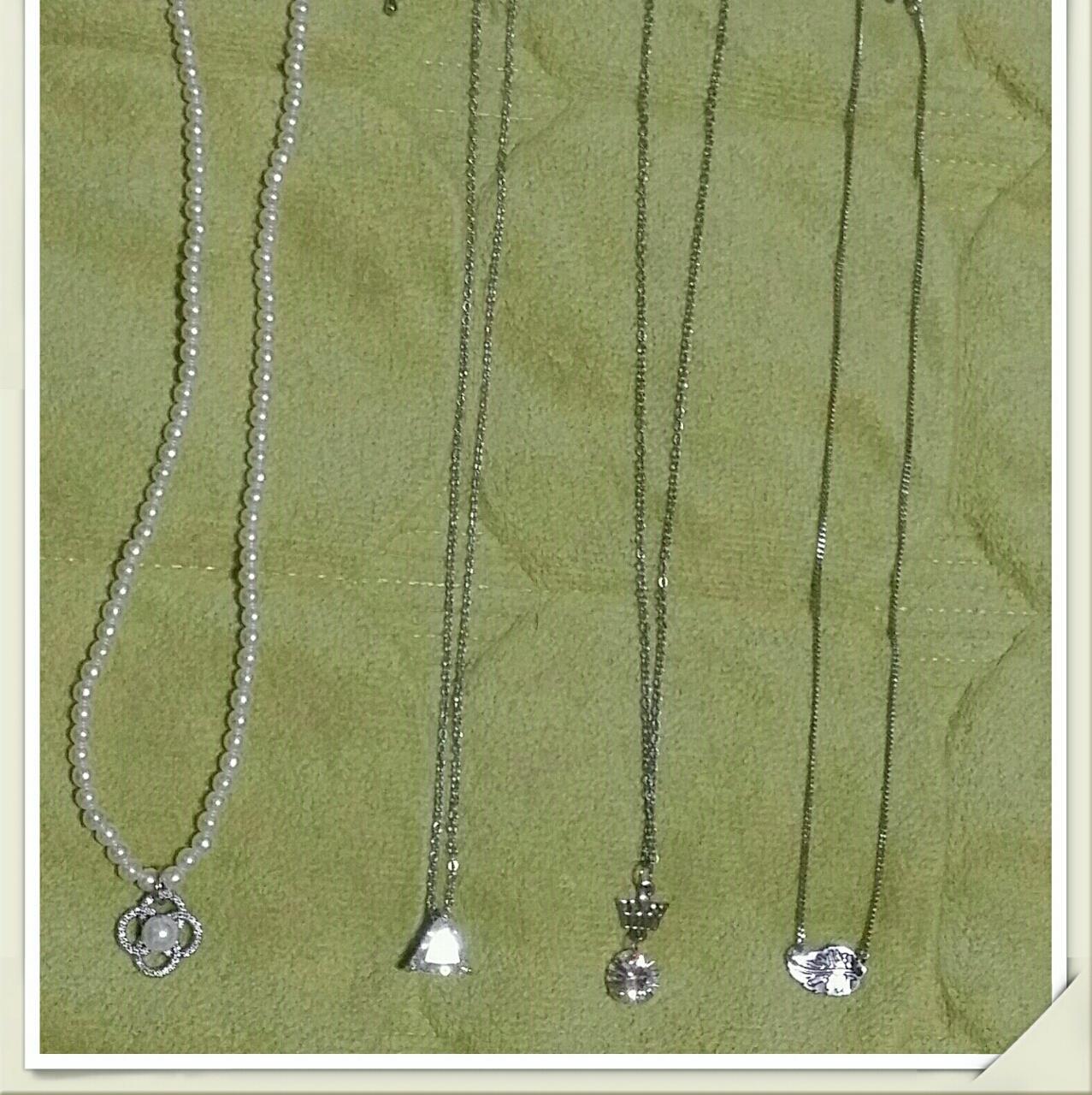 흰구슬 목걸이1종, 패션 목걸이 3종 ,비즈 목걸이 1종 ,보라색 목걸이 1종
