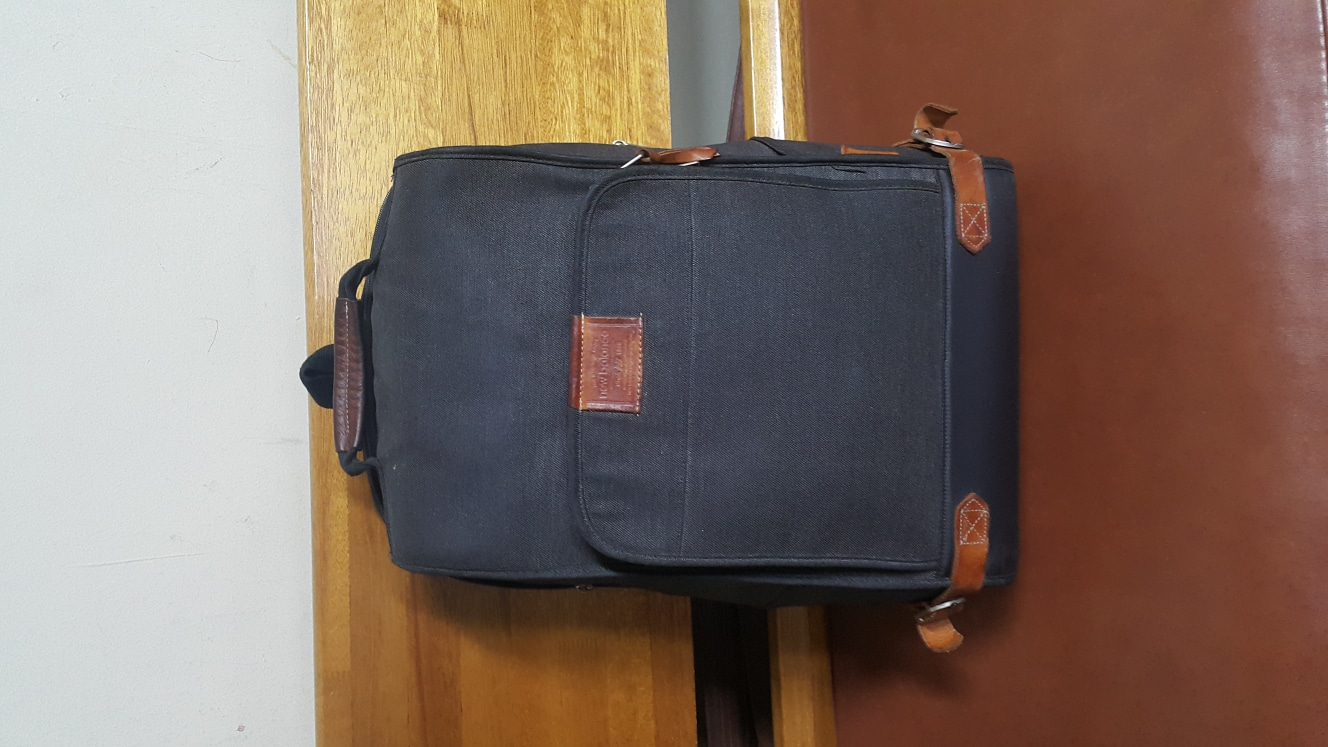 뉴발스 빅백 가방입니다  노트북도 수납이 가능합니다.