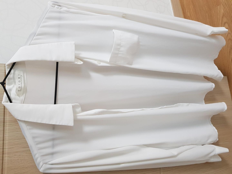 흰색 블라우스