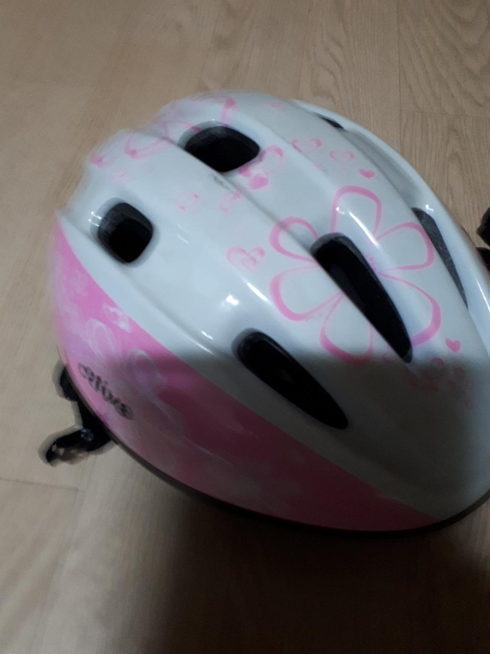 헬맷 사이즈S 자전거 탈때나 다용도로 사용 가능합니다