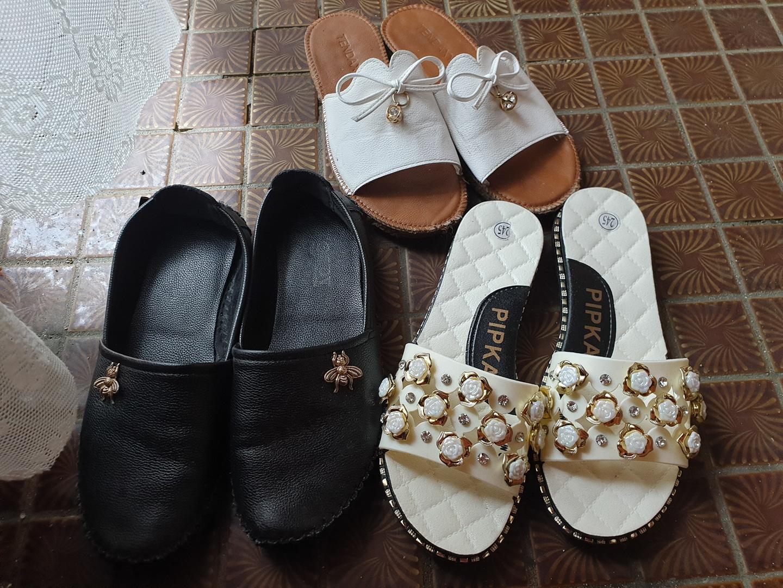 꽃잎 슬리퍼만판매나머니신발판매 몆칠전에사서245 한번신었어요 다른신발은 좀신었었어요 검정신발가죽입니다