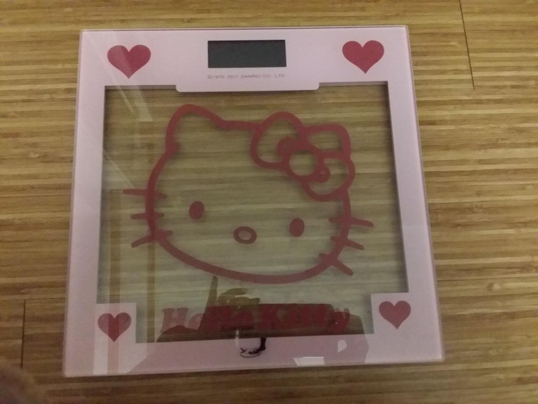 체중계 키티 디지털 체중계  핑크 정말 깔끔하고 귀엽고 예뻐요